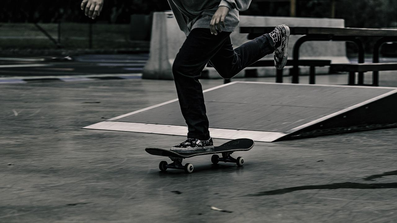 Skateboard wird angetreten